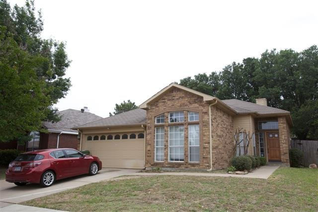 main picture of house for rent in arlington tx